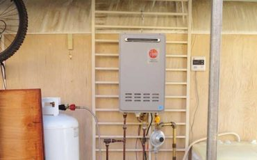 Rheem-RTG-95XLP-9.5-GPM-Outdoor-Tankless-Propane-Water-Heater-featured