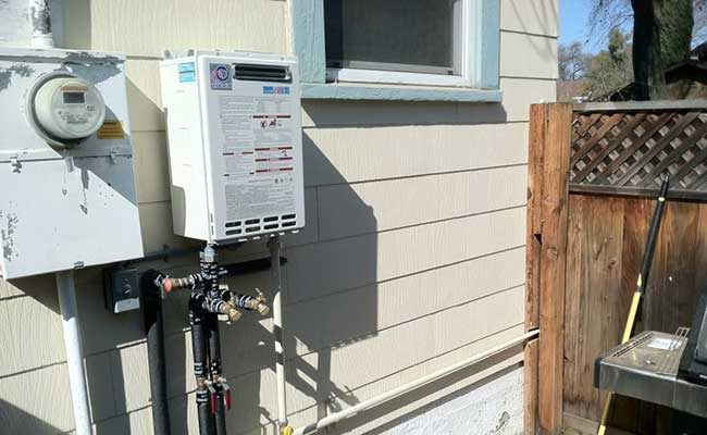 Takagi-T-KJr2-OS-NG-Outdoor-Tankless-Water-Heater-featured
